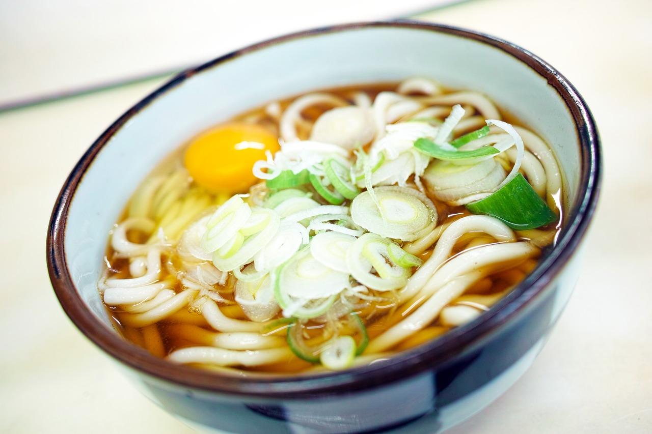 はなまるうどんと丸亀製麺どっちが美味しい!トッピングが人気で好きなのは!