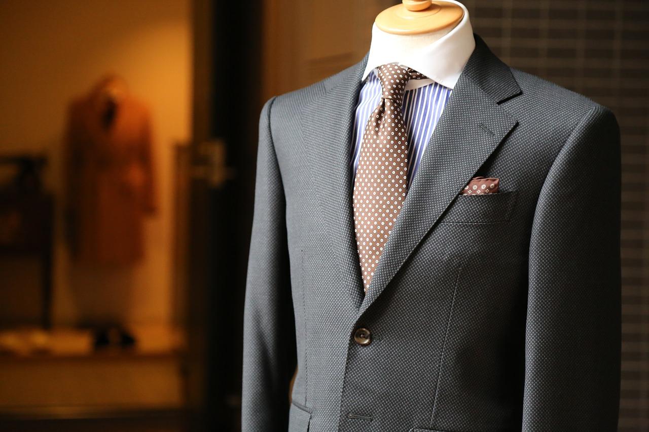 スーツ買い替え時期はどれくらい?タイミング・寿命は何年なのか!